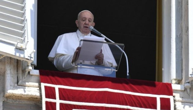 Папа Римський у Великдень закликає людей не втрачати надію