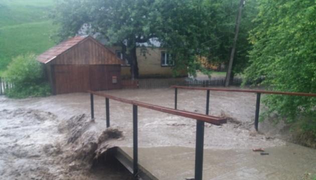 На Закарпатье разлились реки и снова подтопили села