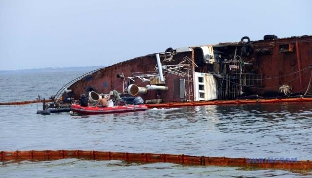 У мерії Одеси пояснили, чому не вдається підняти танкер Delfi