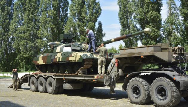 Українському війську передали відновлені танки