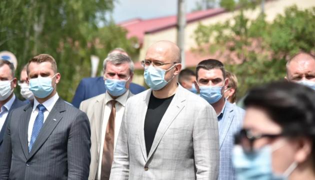 """Кабмин не обсуждает с Нацбанком """"доллар по 30"""" - Шмыгаль"""