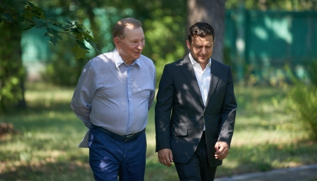 Zelensky thanks Kuchma for his work in Trilateral Contact Group