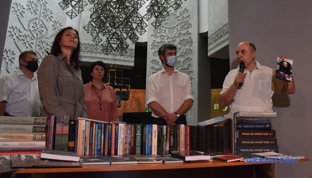Музей Голодомору передасть бібліотекам 15 тисяч рідкісних історичних книг