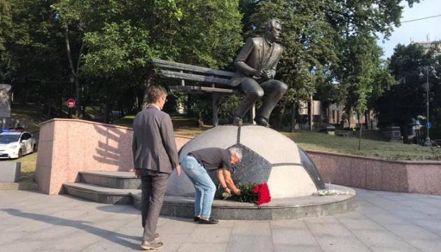 Луческу поклав квіти до пам'ятника Лобановському