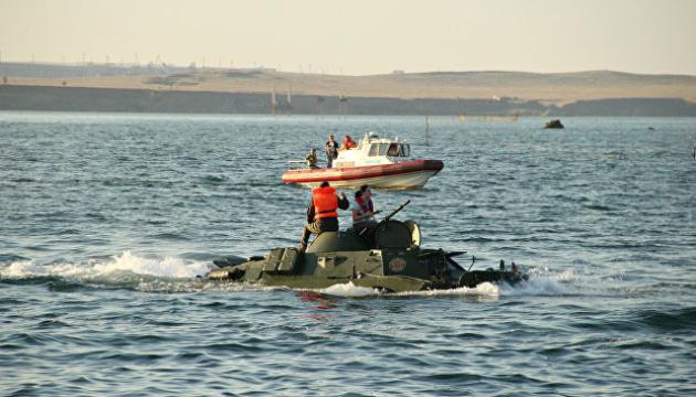 Оккупанты уже трое суток не могут найти затонувший в Керченском проливе БРДМ