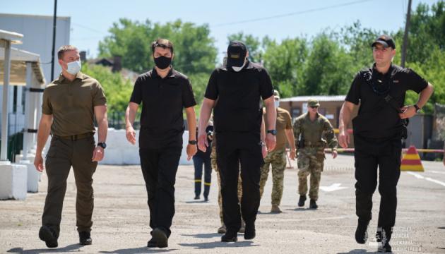 Razumkov visits Maiorske checkpoint in Donetsk region