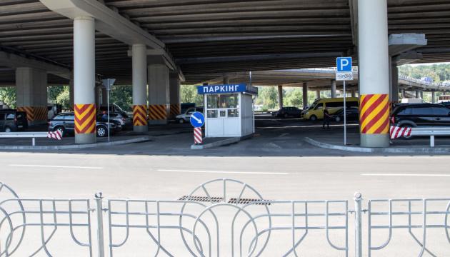 Борьба с пробками в Киеве: возле метро устанавливают перехватывающие паркинги