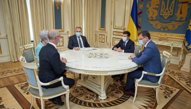 Zelensky acepta credenciales de los Embajadores de cinco países