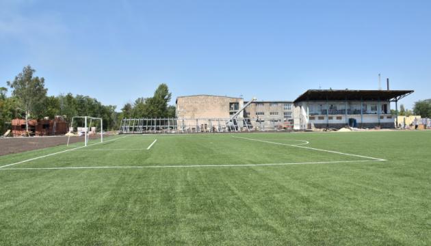 У Селидові на Донеччині до 1 жовтня обіцяють побудувати стадіон