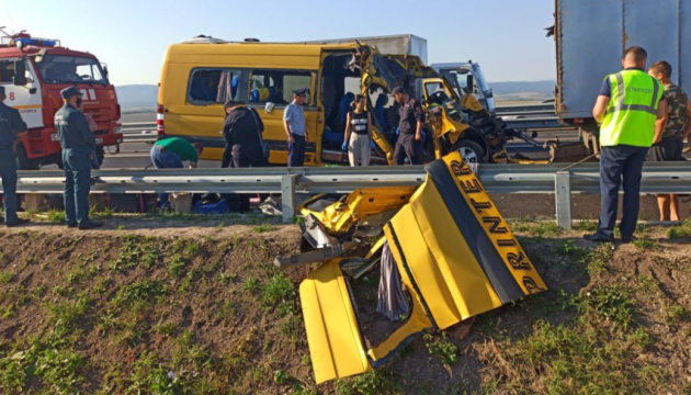 На Житомирщине грузовик протаранил маршрутку: четверо погибших