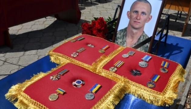 Представник Мінветеранів поїхав на Дніпропетровщину до батька загиблого військового Журавля