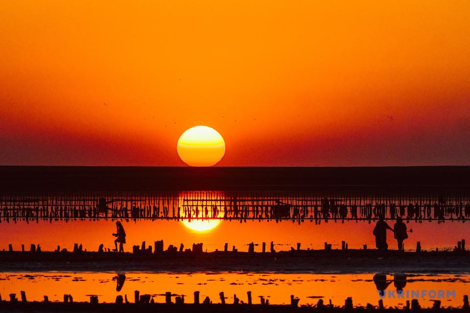 Coucher de soleil sur le lac Genicheske  / Photo: Dmytro Smolienko, Ukrinform