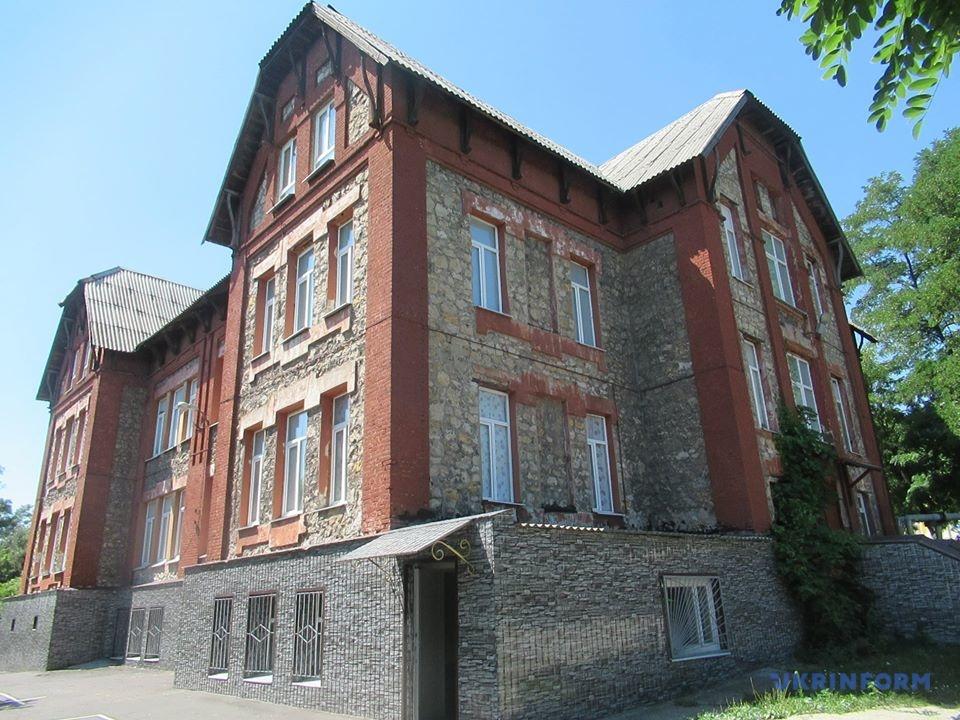 Екс-гуртожиток, нині - гімназія.