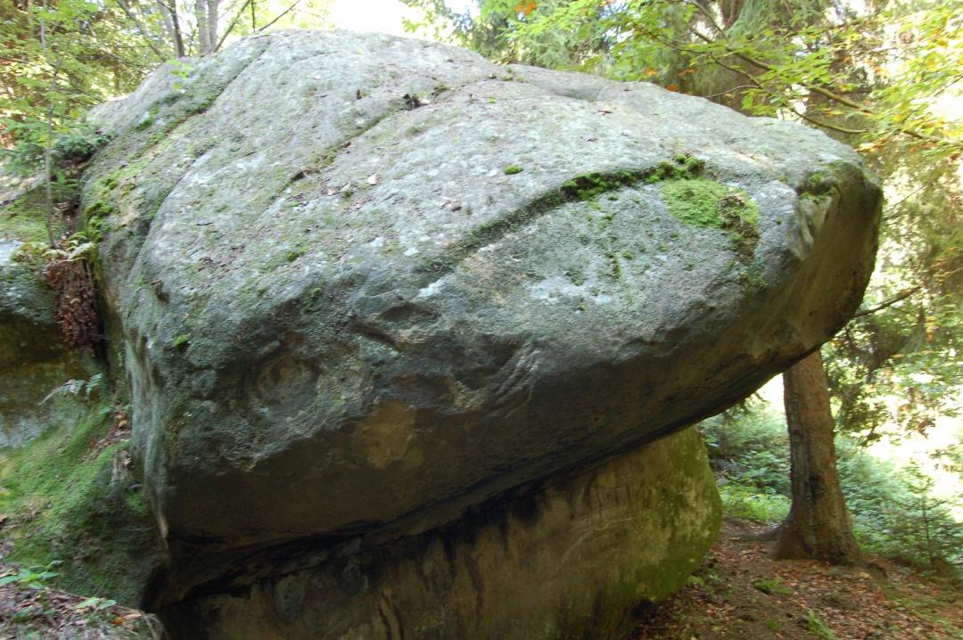 На Прикарпатті туристів відправлять на пошуки кам'яних пам'яток
