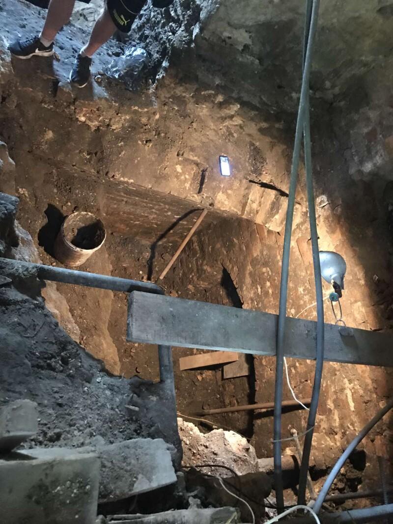 Археологи виявили нові знахідки під вежею Чорторийських у Луцьку