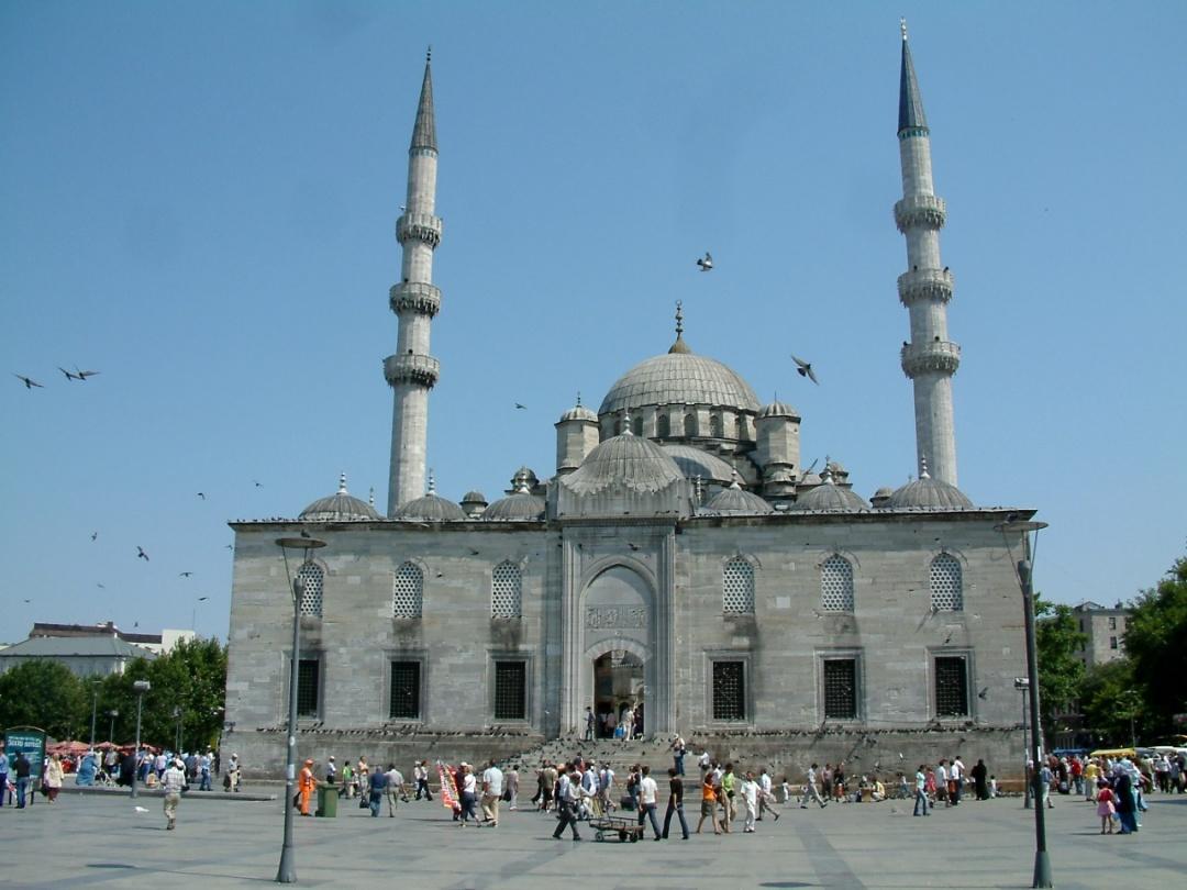Нова мечеть, будівництво якої почала валіде Сафіє Султан, а закінчила валіде Турхан Султан