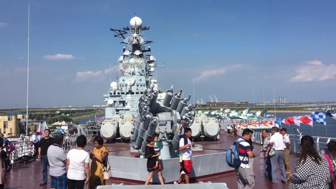Авіаносець «Київ» у порту Тяньцзінь