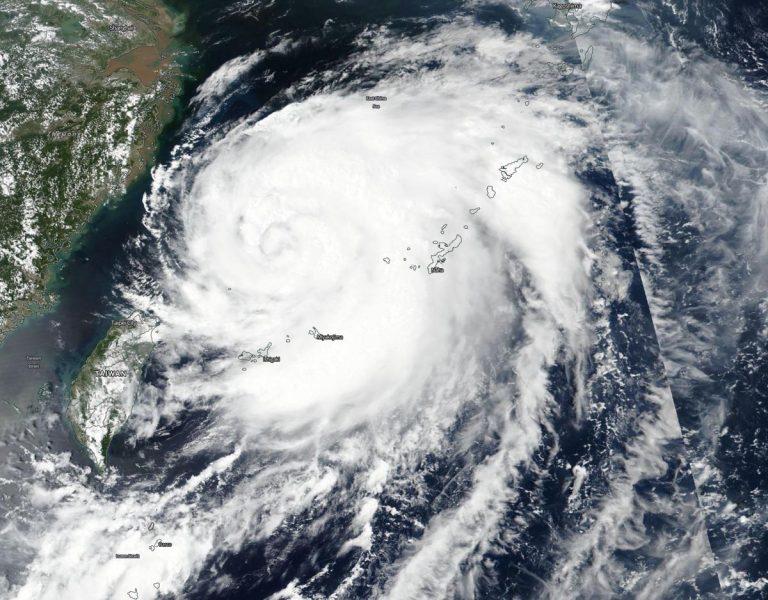 NASA показало потужний тайфун в Азії з космосу (ФОТОФАКТ)
