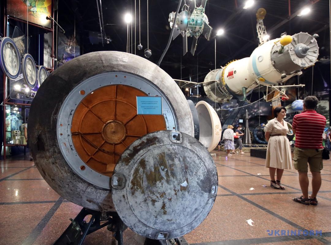 Контейнер для розміщення наукових приладів на геофізичних ракетах