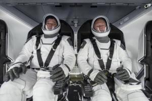 Капсула Crew Dragon з двома астронавтами на борту повернулася на Землю