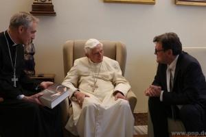 Колишній Папа Римський тяжко захворів