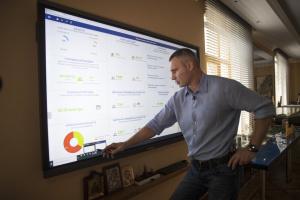 """Кличко показав, як """"розумні"""" технології допомагають в управлінні столицею"""