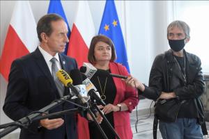 У польського сенатора виявили COVID-19, сесію відклали