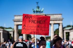 COVID-протесты в Германии. Как объединились правые, левые и конспирологи