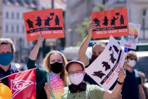 COVID-протести у Німеччині. Як об'єдналися праві, ліві й конспірологи