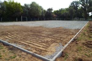 В Станице Луганской реконструируют площадку для мини-футбола