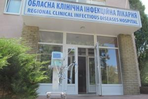Харьковской инфекционной больнице передали аппарат ИВЛ американского производства