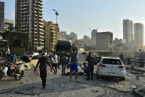 В результате взрыва в Ливане погибли по меньшей мере сотня людей