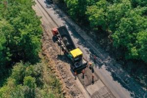 На Вінниччині ремонтують ділянку міжнародної траси М-21