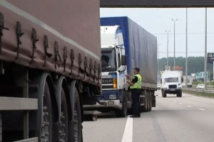 Киев из-за жары ограничил въезд грузовиков