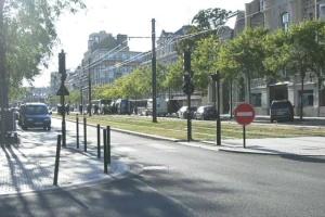 Во Франции неизвестный захватил заложников в банке