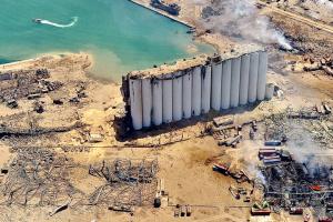 Взрыв в Бейруте: президент Ливана допускает внешнее вмешательство