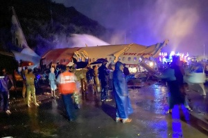 В Індії літак розпався на дві частини при посадці