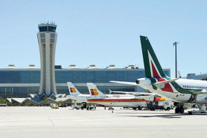 В Испании экстренно посадили самолет из-за отказа украинца надевать маску