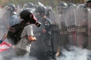 В Бейруте армия открыла огонь по митингующим, захватившим правительственные здания