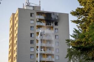 Пожежа в чеській багатоповерхівці була підпалом на тлі сімейного конфлікту — ЗМІ