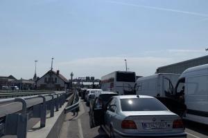 В очередях на украинско-венгерской границе - 350 авто