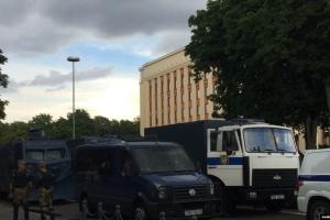 Выборы в Беларуси: центр Минска перекрыт, людей начали задерживать