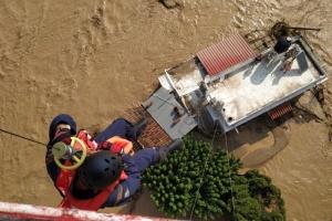 Наводнение наделало беды на греческом острове, унеся жизни пяти человек