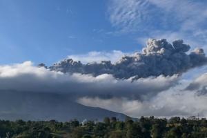 В Индонезии - восьмое извержение вулкана меньше чем за неделю
