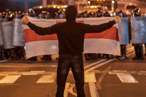 У Мінську поновилися протести: є затримані, поранено журналіста