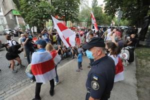 Під посольством у Києві - акція солідарності з білоруським народом