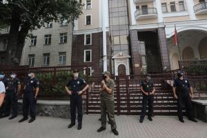 Під посольством Білорусі у Києві затримали кілька людей