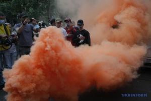 Під Офісом генпрокурора проходить акція на підтримку Антоненка і Кузьменко