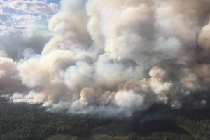 Лісова пожежа у Канаді загрожує більш як 4 тисячам людей