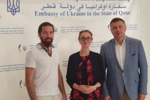 Посол України зустрівся з відомими в Катарі українськими митцями